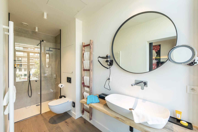 Sonnie Bathroom