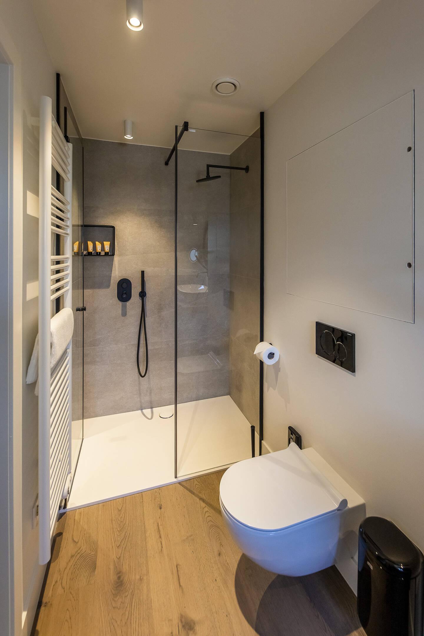 Toren Bathroom